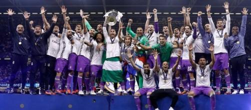 I giocatori del Real Madrid festeggiano la dodicesima Coppa dei Campioni-Champions League (ph. realmadrid.com)