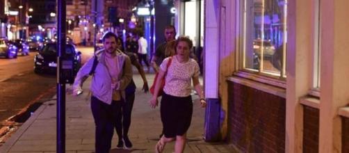 Londra, pulmino invade marciapiedi London Bridge: 20 feriti, tre presunti sospetti in fuga