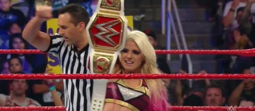 Alexa Bliss retained her title in a Kendo Stick on a Pole match at 'Extreme Rules.' [Image via Blasting News image library/twitter.com