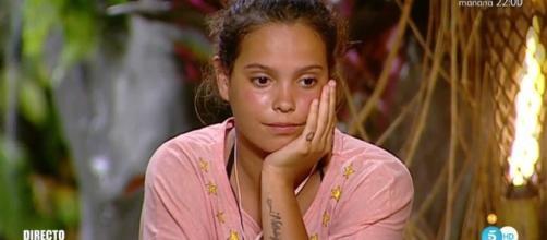 Gloria Camila no quiere que su novio deje la isla sin ella