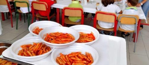 Niente mensa e scuolabus per i figli dei non pagatori