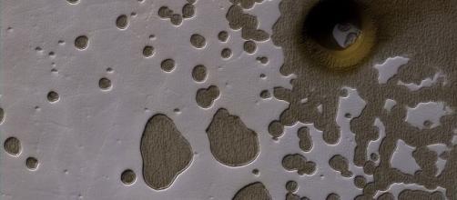 Pit at the South Pole of Mars (NASA)