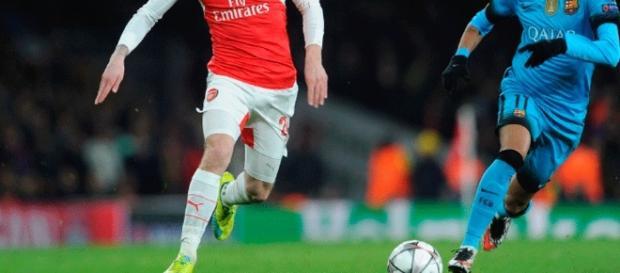 Bellerín, podría jugar en el club en el que se formó y al que tantas veces enfrentó en Europa. Foto: madrid-barcelona.com