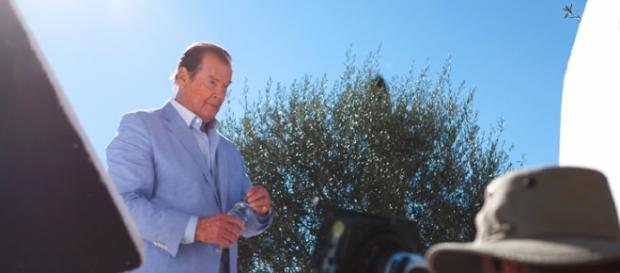 Roger Moore in Incompaitbles / Photo by https://commons.wikimedia.org/w/index.php? Paolocedolin