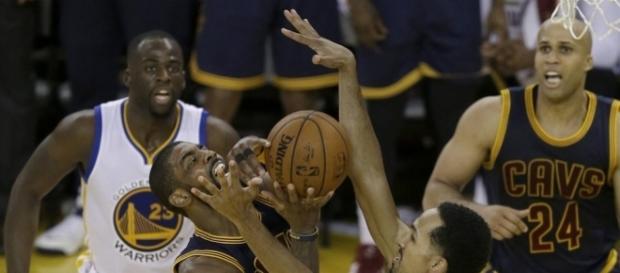 Warriors whip Cavaliers 110-77 to take 2-0 NBA Finals lead | News OK - newsok.com