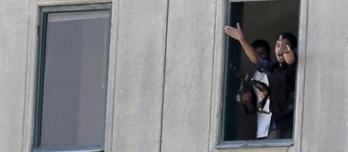 Attacco al Parlamento di Teheran: 4 ostaggi