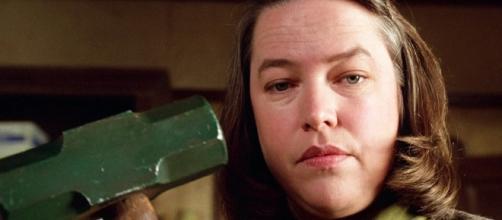 Donne che odiano gli uomini: il film 'Misery non deve morir'e racconta di una psicopatica che tortura la sua vittima