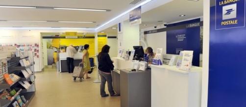 """La Banque Postale de Tournon sur Rhône """"méprise"""" le client dans La République En Marche"""