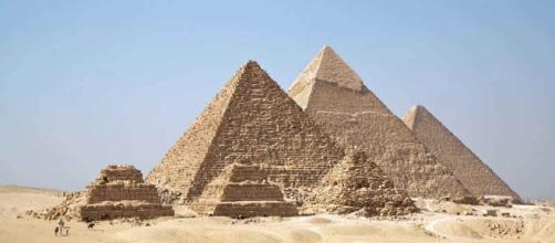 A Grande Pirâmide de Gizé é uma das 7 maravilhas do mundo antigo.