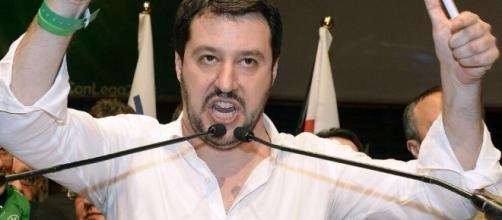 """Matteo Salvini """"distrugge"""" Mario Monti a La7"""