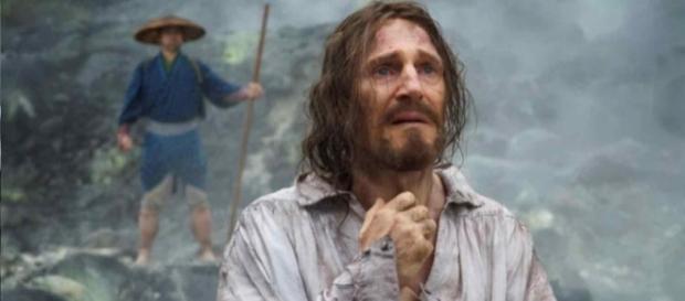"""Liam Neeson como el padre Ferreira en la película """"Silencio"""" (2016)"""