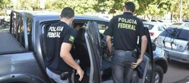 Polícia Federal flagra 'homem da mala'