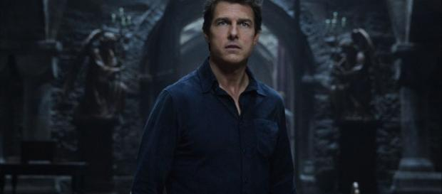 Tom Cruise Battles Sofia Boutella's Princess Ahmanet In 'The Mummy ... - heroichollywood.com