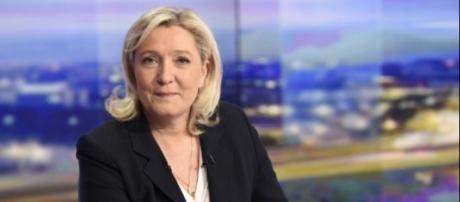 Marine Le Pen largement en tête selon un sondage