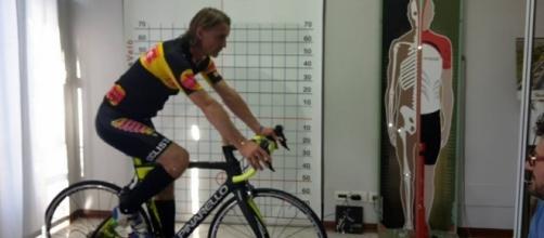 Davide Nicola si prepara alla sua maratona ciclistica.