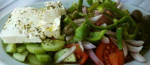 English: Greek salad (horiatiki salata)./ Photo by Lpatokal via wikimedia