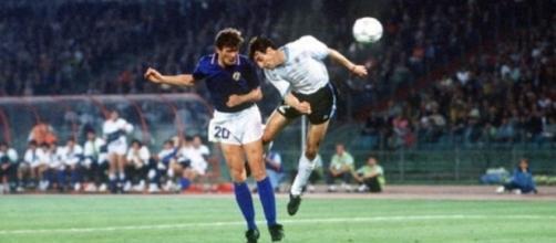 Il gol di Aldo Serena nella sfida mondiale tra Italia ed Uruguay nel 1990