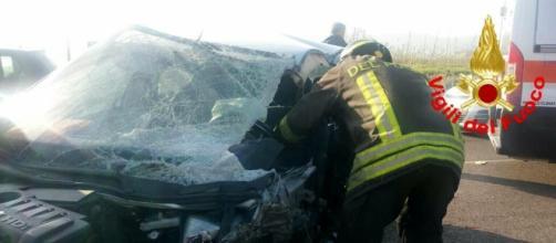 Incidente a Cisterna, auto fuori strada finisce contro un palo - latinatoday.it