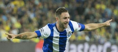 Miguel Layún podría dejar el Porto