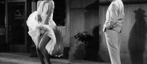 O vestido que imortalizou a musa Merilyn Monroe ( Foto: Google)
