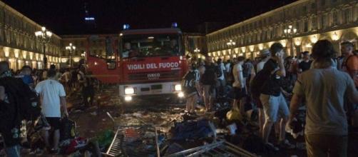 Vigili del Fuoco arrivano a Piazza San Carlo Torino dopo finto allarme bomba alla finale di Champions Juve-Real Madrid