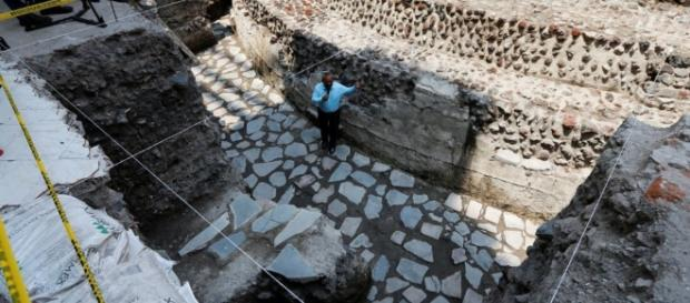 Archaeologists Discover Aztec Ball Court in Heart of Mexico City - voanews.com