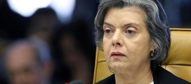 Cármen Lúcia avisa que não foi informada sobre sessão do TSE