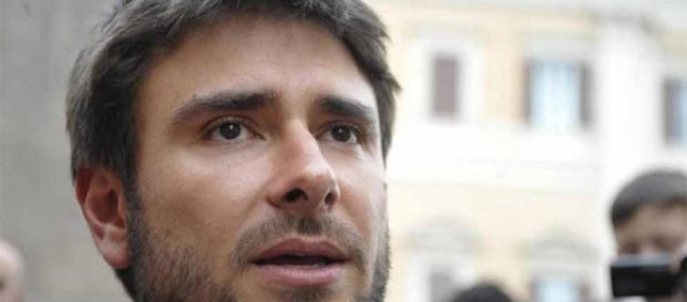 Alessandro di battista attacca napolitano ecco il video for Presidente movimento 5 stelle