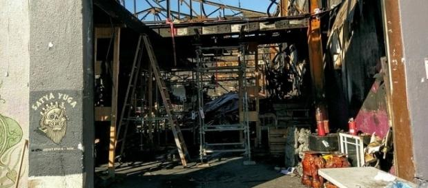 Inside of the Ghost Ship in Oakland, Calif., is seen 20 days after the Dec. 2 fire that killed 36. (Photo: Jim Heaphy/Wikimedia Commons)