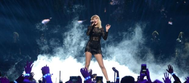 Taylor Swift Releases Music On Streaming Services... ( via Globall News - globallnews.com)