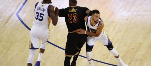 James e Irving sono mostruosi, ma la vince ancora Durant: 3-0 ... - eurosport.com