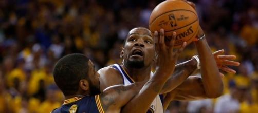 Kevin Durant doesn't make LeBron James tired, report says. Photo - mercurynews.com
