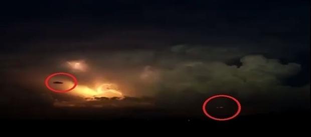 Hipóteticos UFOs gravados durante tempestade (Just Breathtaking)
