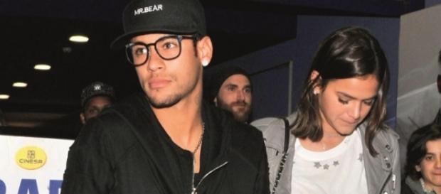 Marquezine e Neymar saindo de um cinema em Barcelona ( Foto: Reprodução)
