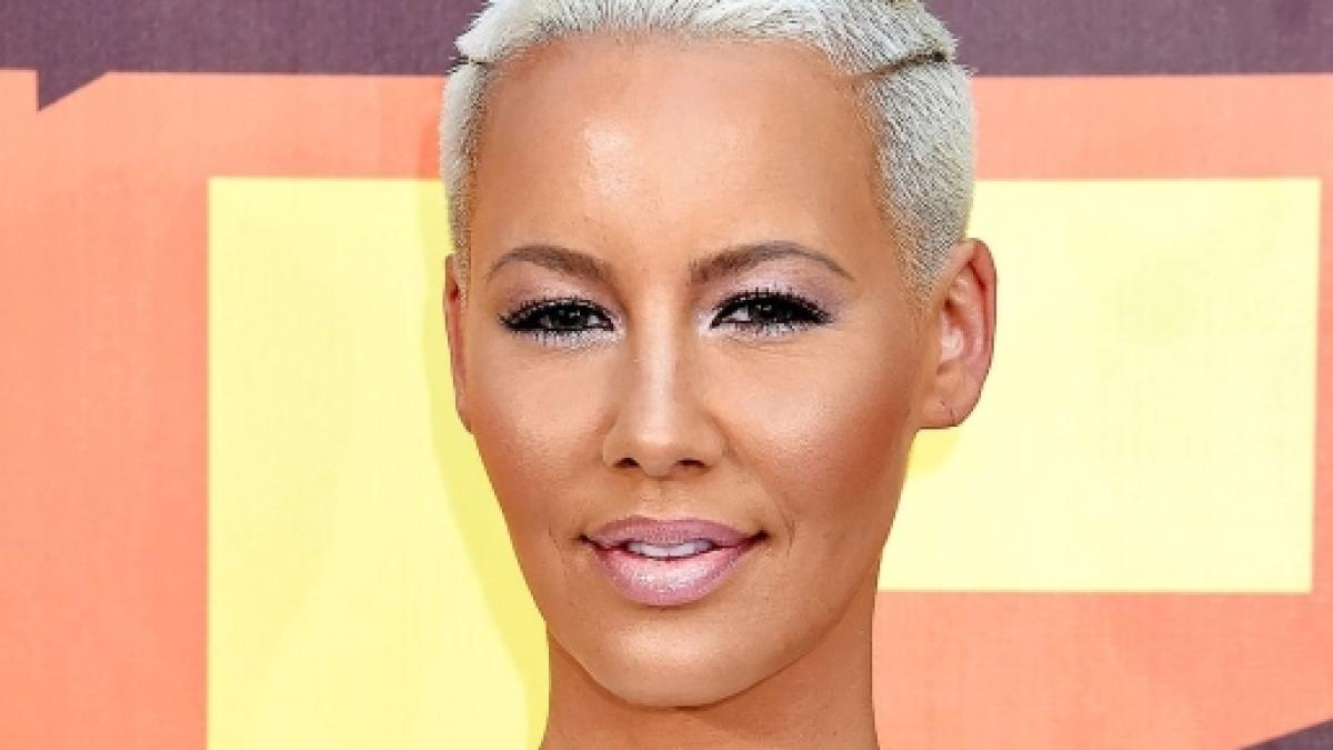Amber Rose exposed crotch shot outsmarts Instagram
