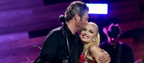 Gwen Stefani confident with Blake Shelton's love that she doesn't worry if he will bump into his ex. (via Blasting News library)