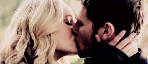 Image - Caroline and Klaus kiss 1x11.jpg | The Vampire Diaries ... - wikia.com