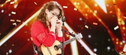 Mandy Harvey emociona com a voz e com a garra (Foto: Reprodução)