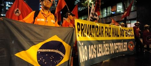 Petroleiros denunciam risco de perda de postos de trabalho nas refinarias (Foto: Reprodução)