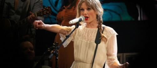 Taylor Swift Speak Now Tour / Photo by Eva Rinaldi CC BY-SA 2.0 via Flickr