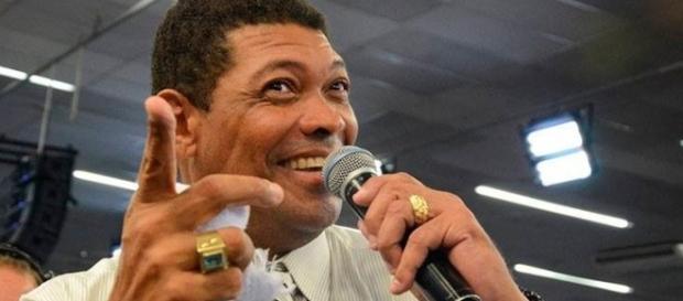 Pastor Valdemiro Santiago insinua que Marcelo Rezende está com câncer porque o desafiou (Foto internet)