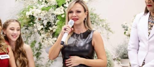 Grávida de seis meses e afastada de seu programa televisivo, Eliana publicou a primeira imagem de sua filha Manuela
