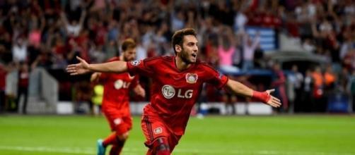 Hakan Calhanoglu, nelle prossime ore si attende la firma con i rossoneri del Milan