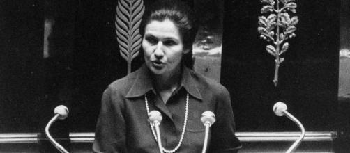 Simone Veil devant l'Assemblée, osant défendre ses convictions