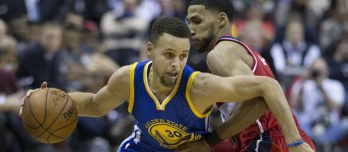 Stephen Curry signed a 5-year contract/Photo by Keith Allison via Flickr