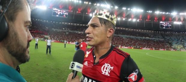 Paolo Guerrero se destaca com a camisa do Flamengo