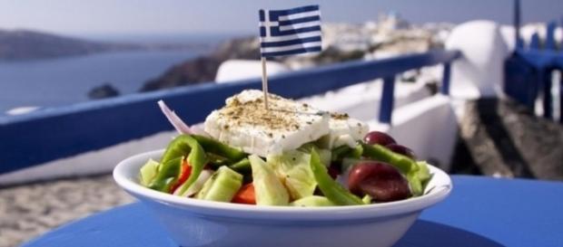 Típica salada grega acompanhada do queijo feta