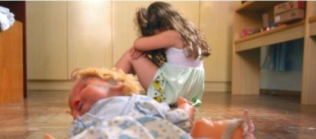 Uma criança foi estuprada por um homem, na Inglaterra