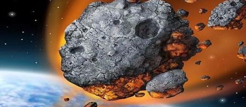 An asteroid falling / Photo via State Farm , Wikimedia Commons