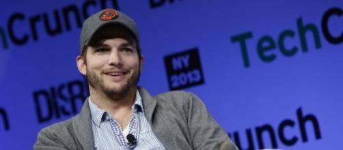 Ashton Kutcher slams tabloid for suggesting that he's cheating on Mila Kunis. (Flickr/TechCrunch)